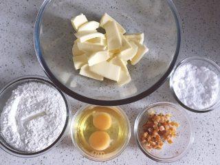 橙香磅蛋糕,备齐所用材料,鸡蛋室温,黄油室温软化至手指能按出坑的状态,分类混合过筛