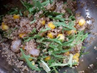 鲜虾牛油果黎麦沙拉,搅拌均匀