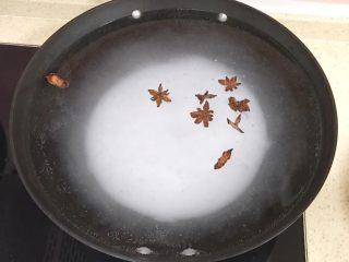 自制流油沙黄咸鸭蛋,锅里倒入盐,烧开锅化开盐