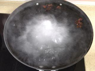 自制流油沙黄咸鸭蛋,让开水滚几个开,充分化开盐