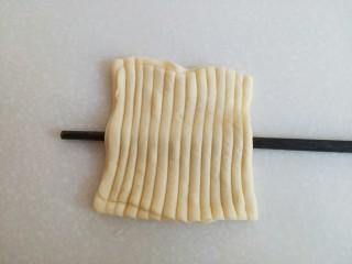 海螺花卷,看图把筷子从中间处插入