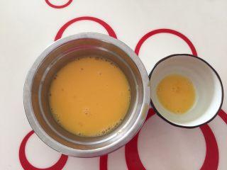 香浓咖啡大列巴,鸡蛋二个,挺大的,留出7g擦面包表面 如果亲用的鸡蛋比我的小,那就适当加点奶,比我用的大就适当减一点奶,自行增减哦
