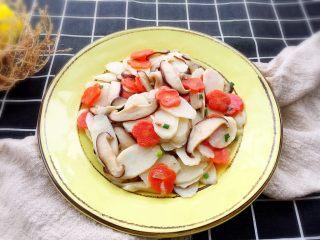 清炒山药,香菇的鲜味,山药的糯滑,胡萝卜的色泽,美味可口!
