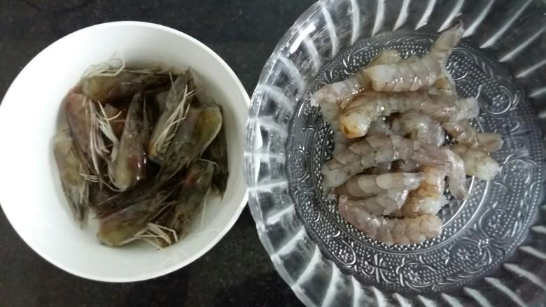 虾丸菠菜汤,虾去皮。