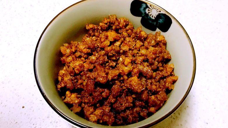 豌豆尖肉末米线,肉末做好出锅了