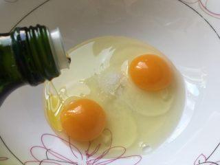 香肠厚蛋烧,加半汤匙橄榄油