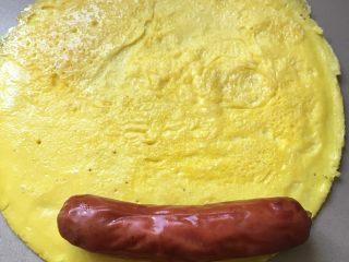 香肠厚蛋烧,取出放晾放入香肠