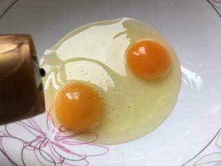 香肠厚蛋烧,加少许胡椒粉