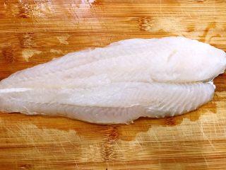 Q弹嫩滑的鱼丸做起来,龙利鱼柳解冻,沥干水份