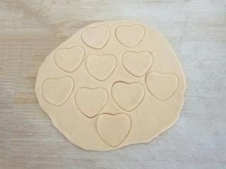 爱心红薯豆沙球,用大爱心模具按压