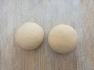 爱心红薯豆沙球,再取部分红薯面团,搓成圆形