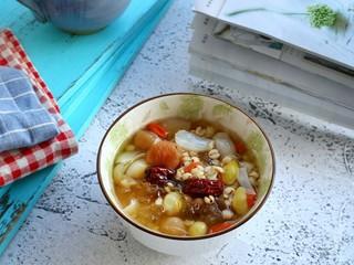 #一碗汤#薏仁桃胶白果汤,这道汤具有润肺养颜补血美白肌肤的食疗效果~