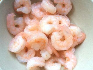 番茄玉米烩虾仁,捞出备用