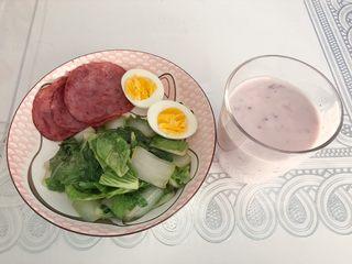 健康午餐,草鸡蛋煮熟后切半