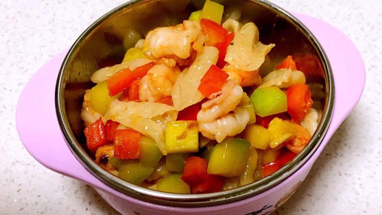 什锦虾仁猫耳面,什锦虾仁猫耳面做好出锅了,颜色艳丽,鲜香软糯
