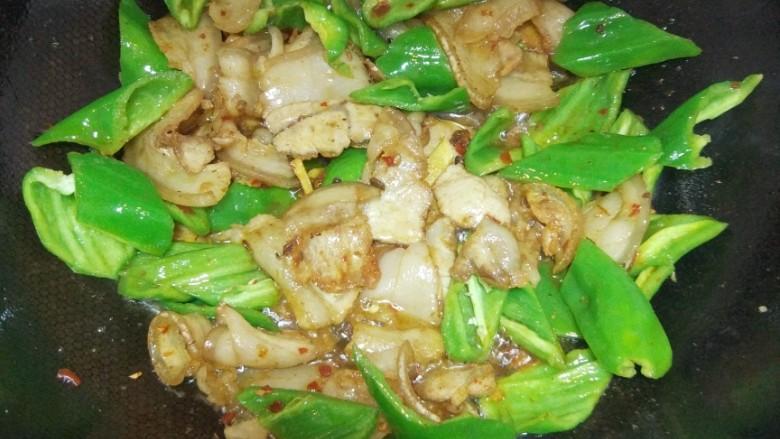 青椒回锅肉,翻炒均匀