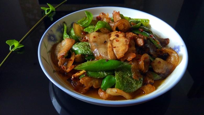 青椒回锅肉,起锅装盘,太香了,超级下饭啊!