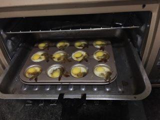 绿色美食.虾扯蛋,进烤箱中层210度15分钟,焖两分钟再出炉