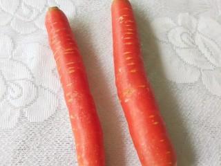胡萝卜玉米排骨汤,胡萝卜几根,我这次加少了,真的后悔,超级好吃啊!