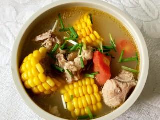 胡萝卜玉米排骨汤,真的好好吃!美味营养,快来试试吧!吃得清淡的直接吃,喜欢辣的可以调一碗蘸水蘸排骨。