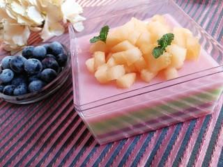 Q糖牛奶布丁,还可以放其他的水果,美美哒!