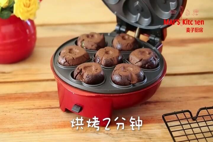 快手!网红奶黄巧克力月饼,免模具!,烘烤2分钟,取出置于晾架上晾凉