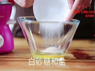 绵密爽口 | 酸奶油松饼,加入白砂糖和盐混合,