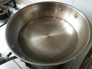 鲜虾番茄意面,做一锅开水,水多一些。