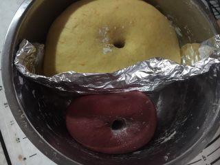 麦当劳薯条造型馒头,发酵好的面团,手指沾干粉,戳进去的洞不塌陷,不回缩,即是发酵完成。