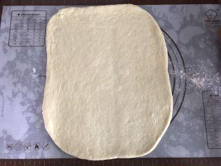 大理石纹吐司,醒发好的面团擀成30×10的长方形