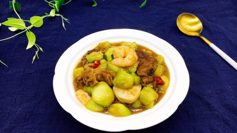 #绿色美食# 下饭神菜  面筋丝瓜煲