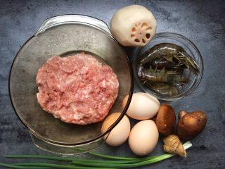 早餐-藕盒抱蛋,准备材料如图。