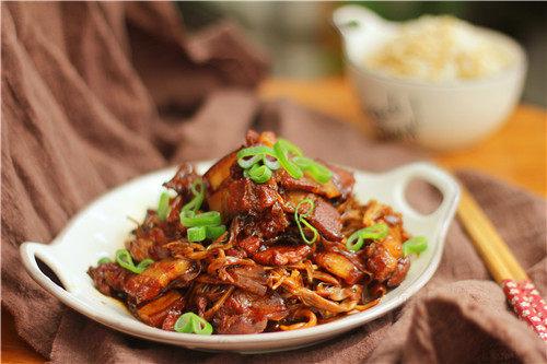 黄花菜烧五花肉