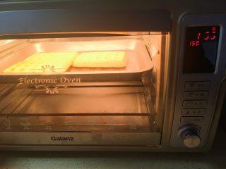 40分钟小白版华夫饼,再150度,上下烤5分钟,再170度,上下烤5分钟。注意观察,不够成色再烤3分钟,够了就拿出来,外焦里软才是最好状态。