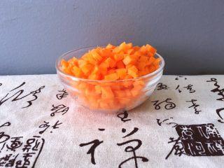 早餐+杂蔬粥 养生粥,将胡萝卜去皮洗净切丁