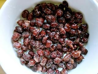 自制甄糕,为了节省时间我用了小蜜豆,也可以用红豆,红豆需要提前一晚浸泡
