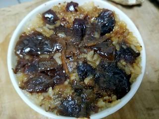 自制甄糕,出锅以后把蜜枣抹平,怕太甜蜜枣放的有点少,不过味道刚刚好