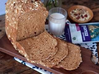 红糖谷物面包,每次用一袋澳大利亚什锦早餐谷物,刚刚好
