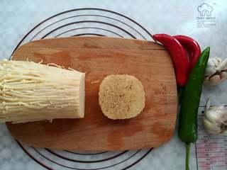 蒜香金针菇(烤箱版),金针菇切掉根部