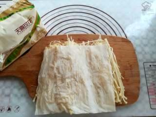 蒜香金针菇(烤箱版),用纸巾把水份再吸干一点