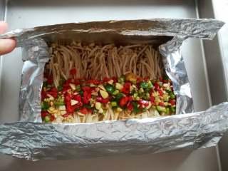 蒜香金针菇(烤箱版),像折口袋那样把金针菇包起来