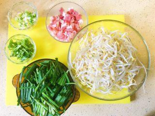 豆芽韭菜炒五花肉,准备所有食材