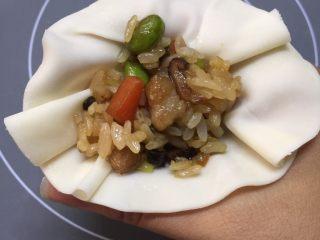 #又伊鲜#糯米烧卖,放上糯米饭。