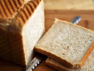 面包布丁 - 老化面包的华丽转身,面包老化,通俗地说就是随着时间的推移,面包的口感变差了