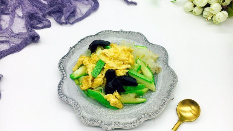 绿色美食+西葫芦木耳银耳炒鸡蛋