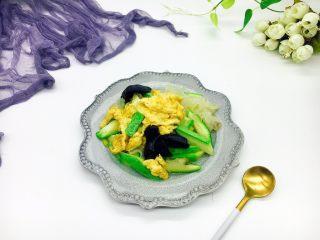 绿色美食+西葫芦木耳银耳炒鸡蛋,成品图。