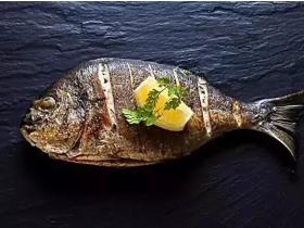 鲜辣的鱼辣椒里,细尝全是被赋予的深情