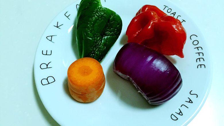 腊肠煲仔饭,蔬菜洗净。