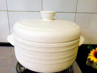 冬季一锅出+红鲟蒸红薯粉+简骨鸡枞菌萝卜汤,先煲上,水开后转中小火