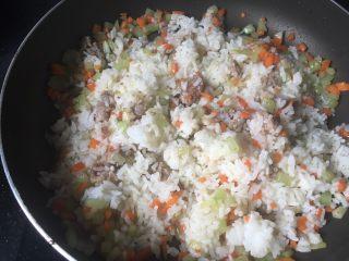 花样蛋包饭,加米饭,炒散